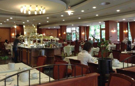 Danubius Health Spa Resort Margitsziget: Ресторан отеля (завтрак)