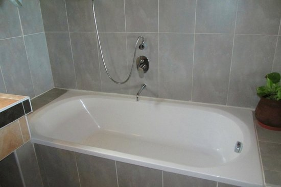 Reethi Beach Resort: bathtub
