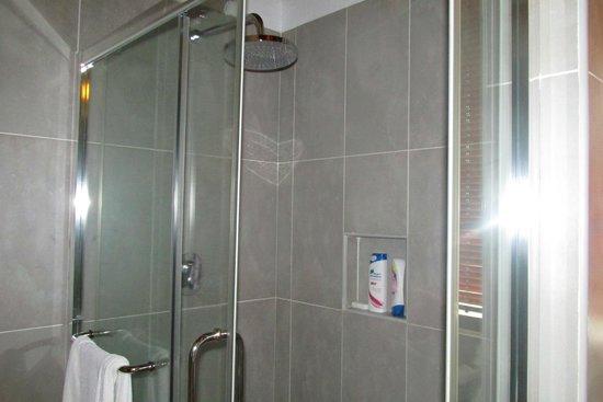 Reethi Beach Resort: shower