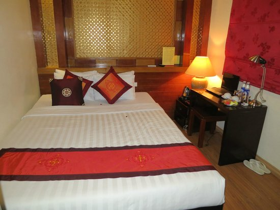 Aquarius Grand Hotel: clean and comfy bed