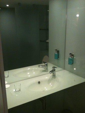 Hotel Ibis Styles Haydock: Bathroom
