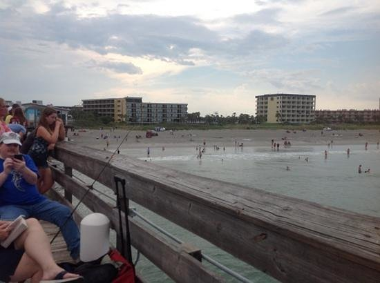 La Quinta Inn & Suites Cocoa Beach Oceanfront: looking back at hotel from peir