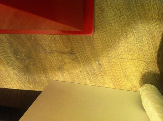 Sura Hagia Sophia Hotel: Stanze poco pulite con grumi di polvere ovunque... Non proprio da hotel 5 stelle :-(