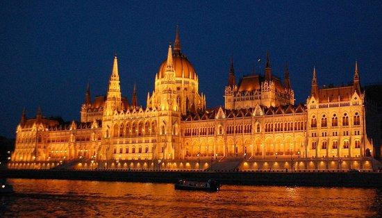 Parlement : Вечером с Дуная