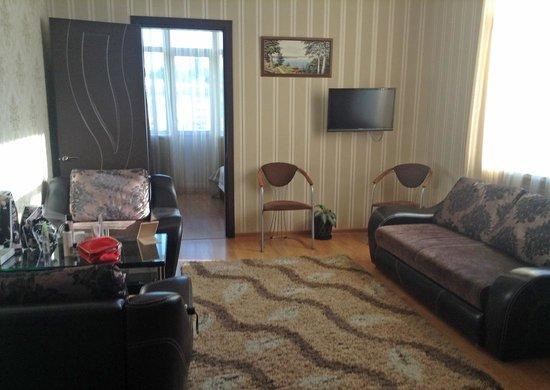 Kosmos Mini-Hotel: Двухкомнатный люкс: гостиная