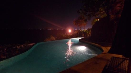 AYANA Resort and Spa : pool by the cliff