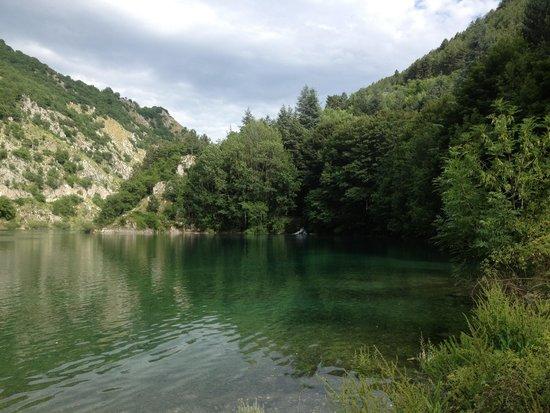 Il Rifugio del Lupo : Lago di scanno, vicinissimo all'albergo