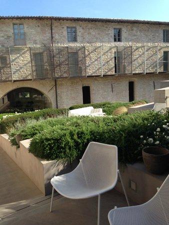 Nun Assisi Relais & Spa Museum: jardin et espace terrasse, restaurant