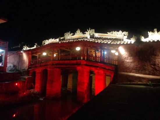 Japanese Covered Bridge: Bridge at night