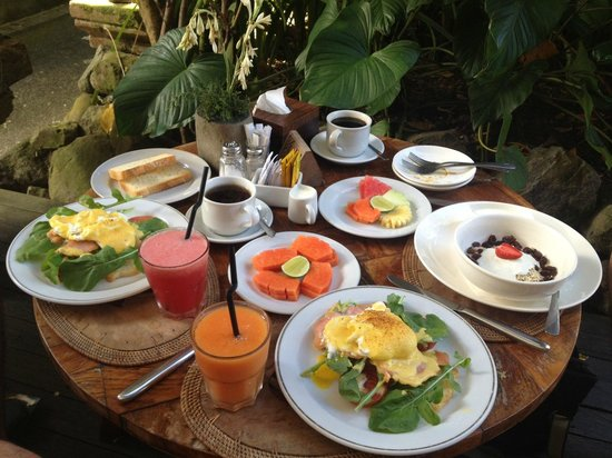 Sri Ratih Cottages : Breakfast for three