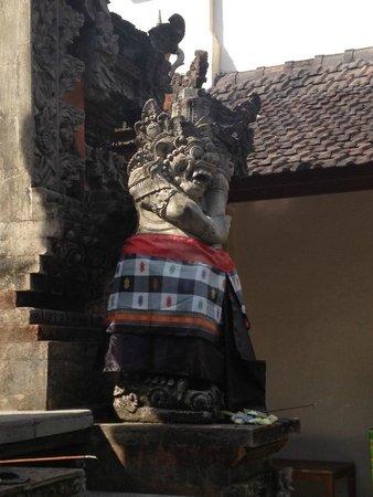 Sri Ratih Cottages: Detail of temple