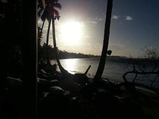 Hotel Oasis: atardecer en la playa