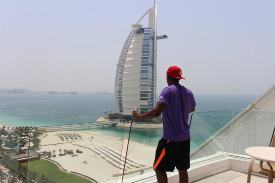 Jumeirah Beach Hotel: Day time view