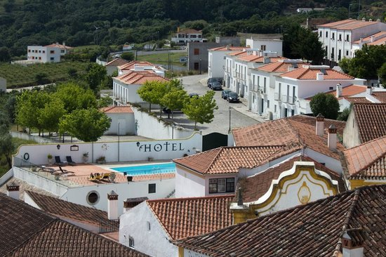 Hotel Real D'Obidos: View of Hotel from City Wall