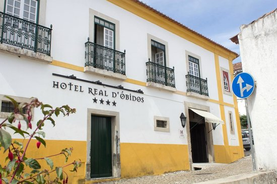 Hotel Real D'Obidos: Front side with main entrance