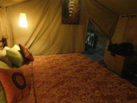 Serengeto Osupuko Tented Camp: Massive super comfy bed!
