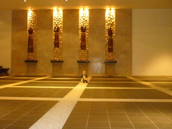 Hilton Phuket Arcadia Resort & Spa: холл
