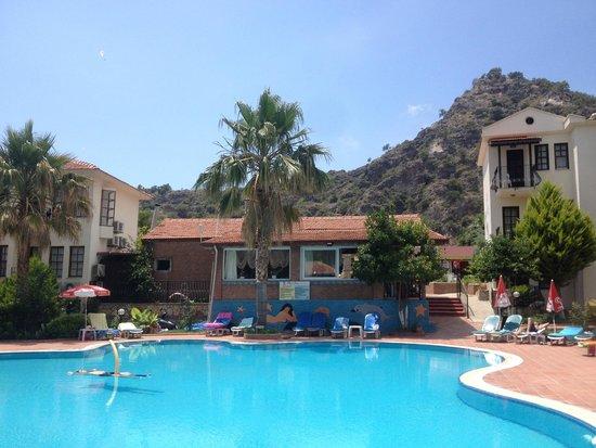 Mavi Belce: excelent pool