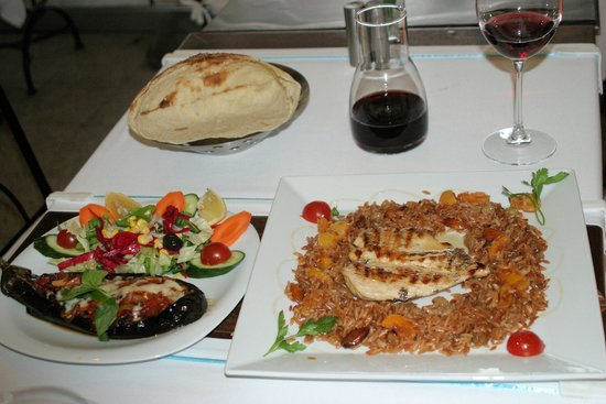 Albura Kathisma : lunch has arrived - eggplant dish and grilled chicken breast