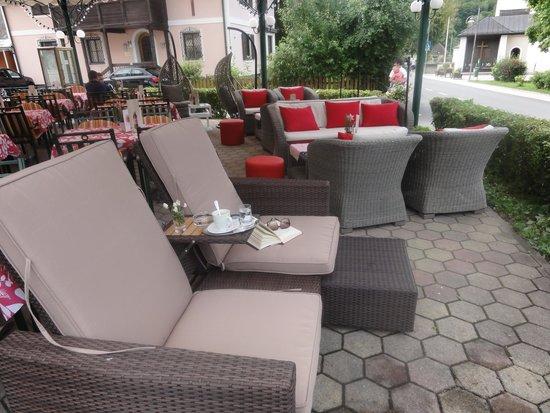 Cafe-Restaurant Flora: Terrasse