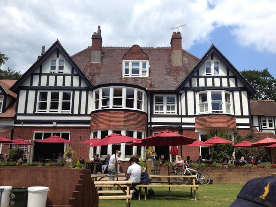 The White Buck - Hotel: Very good food and a lovely garden
