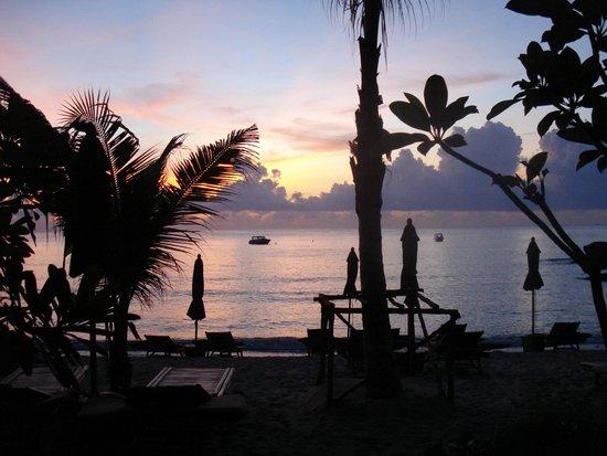Buri Rasa Koh Phangan : вид на пляж из номера