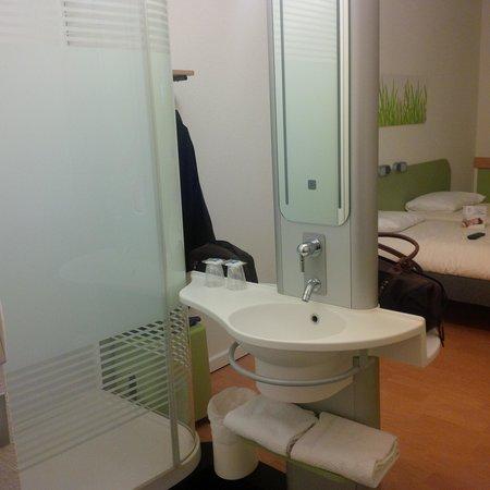 Ibis Budget Nimes Centre Gare : salle de bain