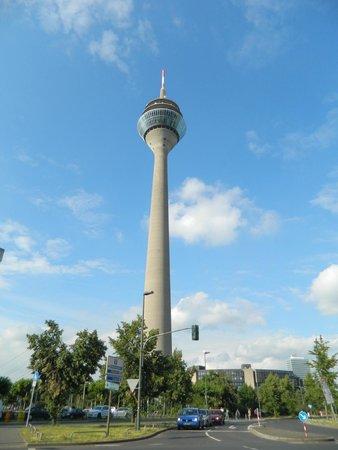 Rhine Tower (Rheinturm) : Рейнтурм