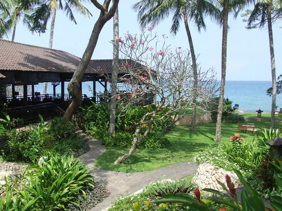 Sheraton Senggigi Beach Resort : Sunset Bar overlooking Senggigi Bay