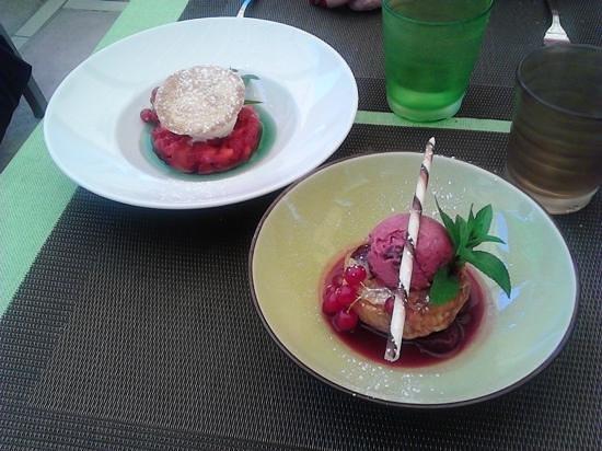 Au Petit Patio: Soupe de Fraises avec glace yaourth et Clafoutis à la cerise ...