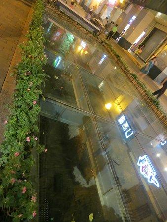 Guangyong Lido Hotel: in the shopping street