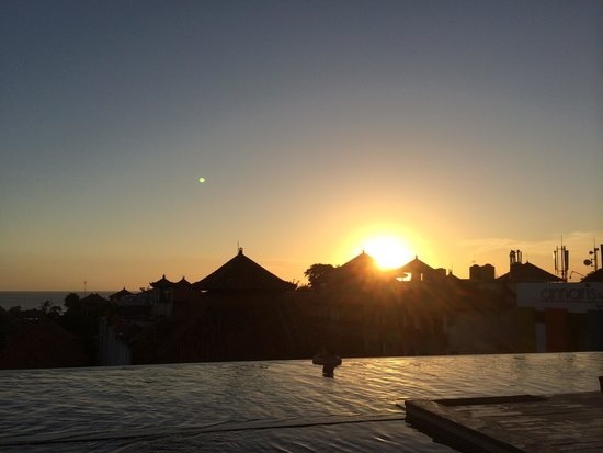 Swiss-Belinn Legian : Sunset from the rooftop pool