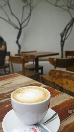 Bridge Cafe (Qiaokafei) : Cappuccino