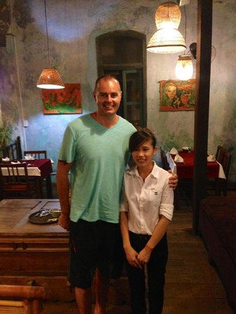 Moon Restaurant & Lounge: Me with the tiny waitress