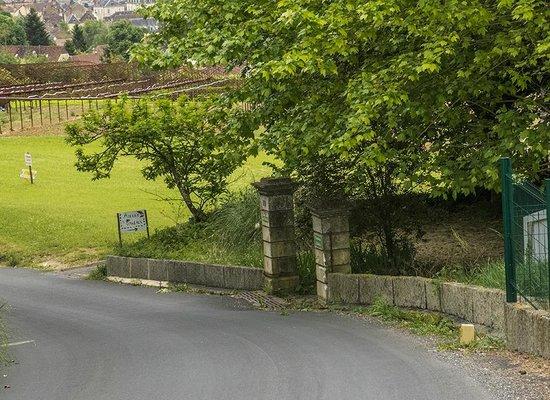 Les Tilleuls : Drive way entrance