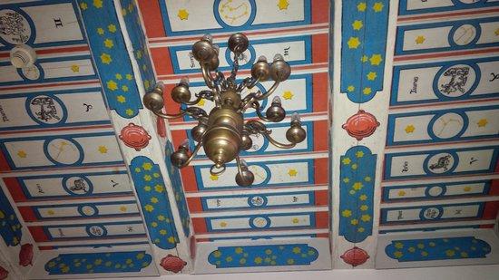 Hotel U Zlateho Stromu : The full ceiling