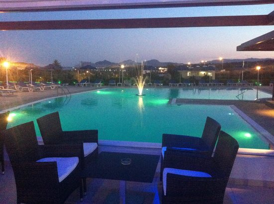 Zoes Hotel: pool evening (2)