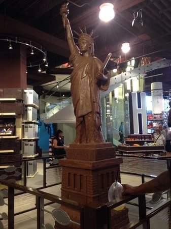 chocolate statue of liberty - Picture of Hershey's ...