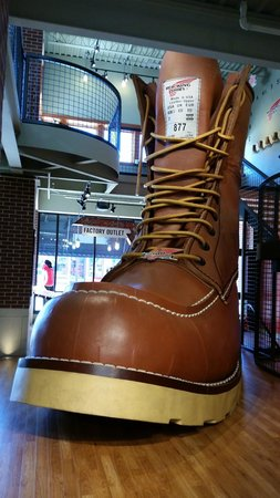 Red Wing Shoe Store & Museum : Red Wing Store's Giant Boot!