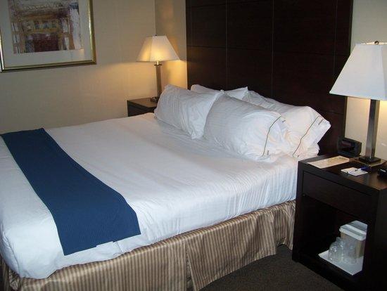 Holiday Inn Express St. Jean sur Richelieu : bed