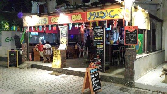 Groove Bar Kamari: Groove Bar at Night