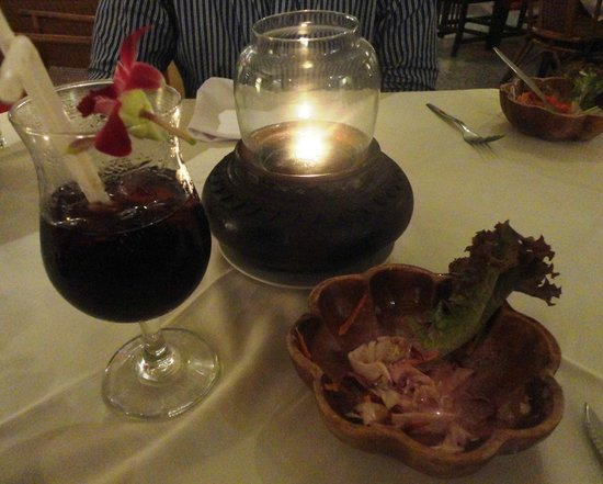 Carnivore Steak and Grill : candelight