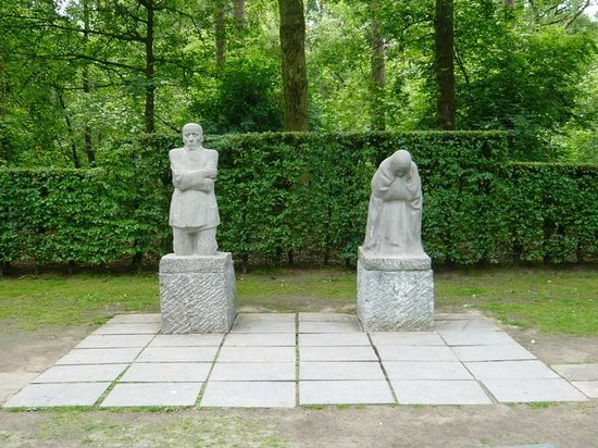 """Vladslo German War Cemetery : """"Parents in Mourning"""""""
