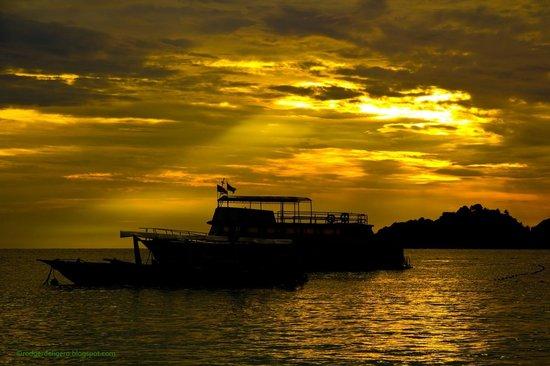 Redang Beach Resort: Sunrise