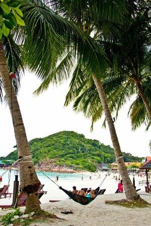Redang Beach Resort: Enjoying the beach