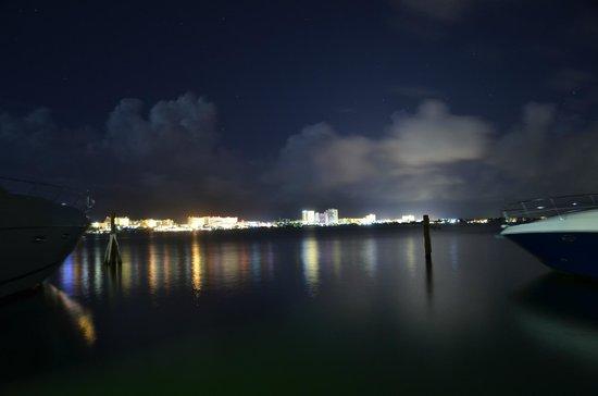 Suites Sina: Вид с пристани отеля
