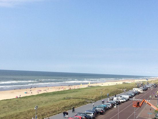 Strandhotel Golfzang: Beach as far as you can see (car park ends after 150 m)