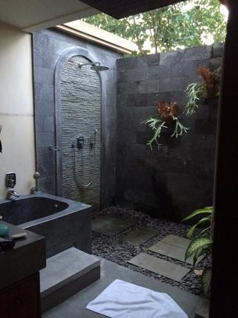 De Munut Balinese Resort: bathroom