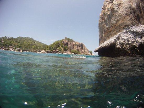 Captain Nemo Guesthouse: crique vue de la mer