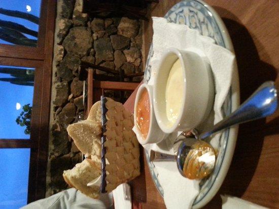 Restaurante Mahoh : pane fatto in casa e salsina all'aglio